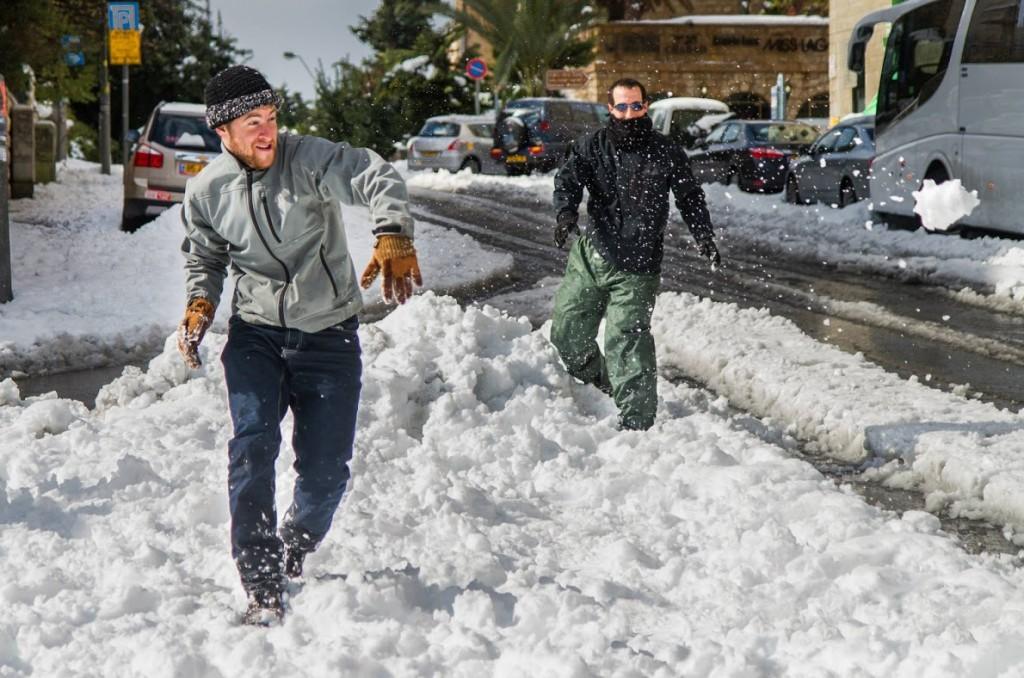 Snowball fight, Jerusalem por Jonathan Goff